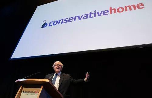 这是2018年10月2日在英国伯明翰拍摄的前外交大臣鲍里斯·约翰逊在保守党年会期间发表演讲的资料照片。新华社记者韩岩摄