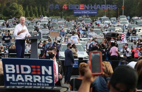 10月27日,拜登在佐治亚州参添竞选运动。新华社/欧新社