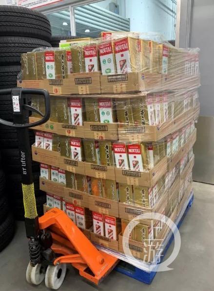 ▲即将摆上Costco上海店货架销售的茅台酒。图片来源:茅台方面提供