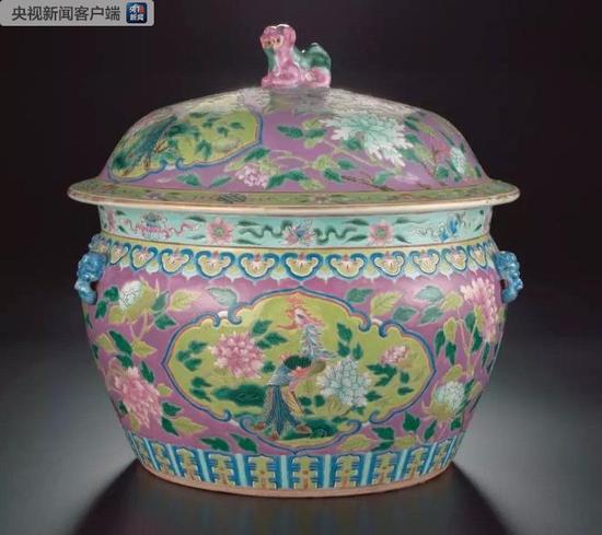 △正在中国国家博物馆展出的珐琅彩盖罐(1875年-1908年)。它是新加坡亚洲文明博物馆藏品。