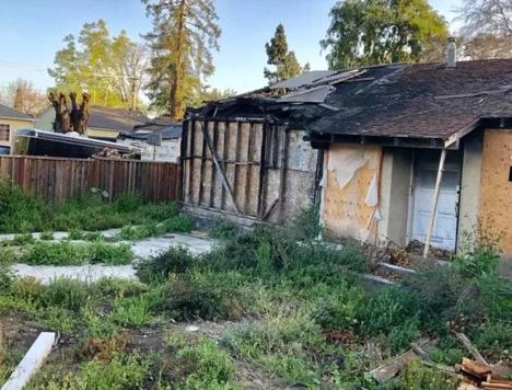 图为旧金山被烧毁的房屋,不足60平米,起价80万美元。来源:水星报