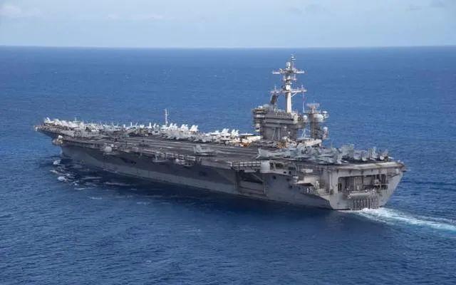 """美军航母又想在南海做什么?颇有点""""活靶子""""的态势"""