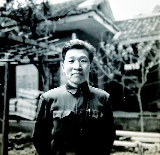 上世纪50年代,李绍中采访归来。老照片均为本报记者刘坤翻拍