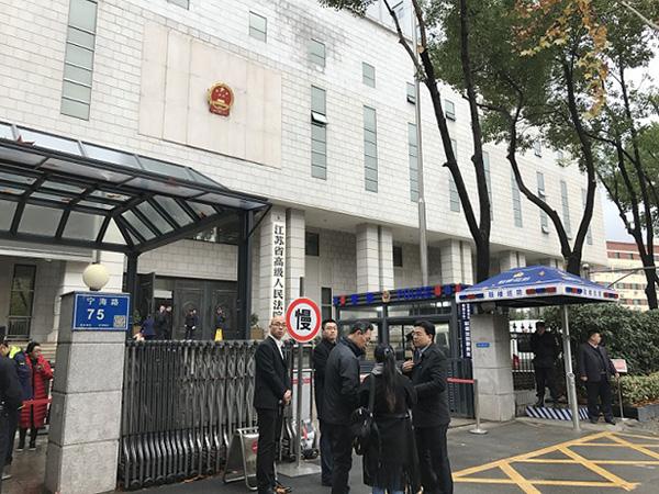 """12月6日,""""牧羊案""""二审在江苏省高院开庭。每经记者 于垚峰 摄"""