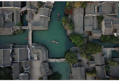这是10月31日无人机拍摄的乌镇西栅景区。新华社记者黄宗治摄