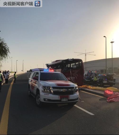 △迪拜警方在事故现场(图片来自迪拜警方的外交媒体网站)