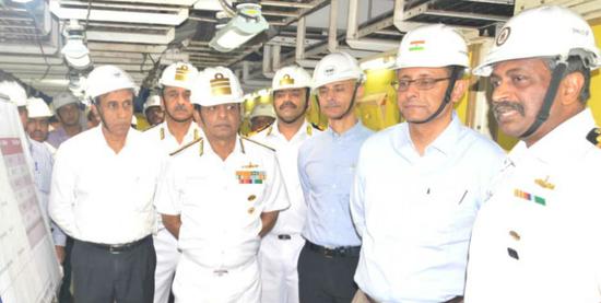 印度国防部长及众位印军高官视察科钦造船厂 图源:印度媒体