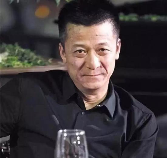 """▷操控权健商业帝国的""""大老板""""束昱辉"""