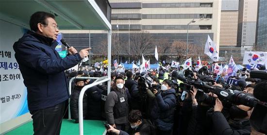"""89岁""""新天地""""会长被批捕 曾遭首尔市长施压跪地谢罪"""