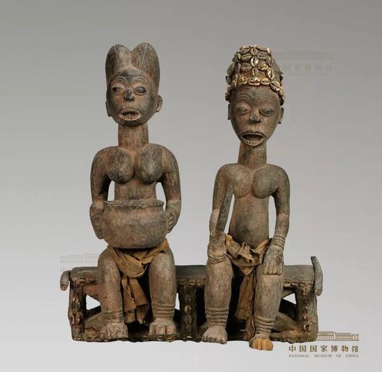 中国国家博物馆展品《高背椅上的母与子》。图片来源:中国国家博物馆网站