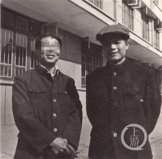 ▲邓世平旧照(右)。怀化政府供图