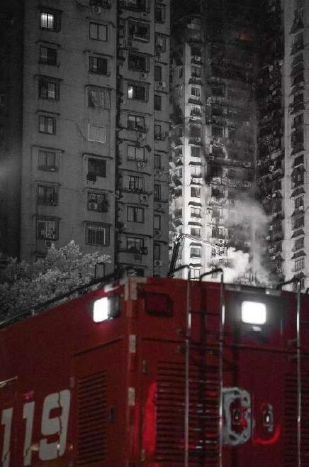 明火被扑灭后的现场。网友@大胡子恒哥 现场拍摄
