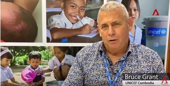 ▲UNICEF的布鲁斯呼吁游客到柬埔寨时不要从幼孩手里买东西 图据新添坡亚洲消息台