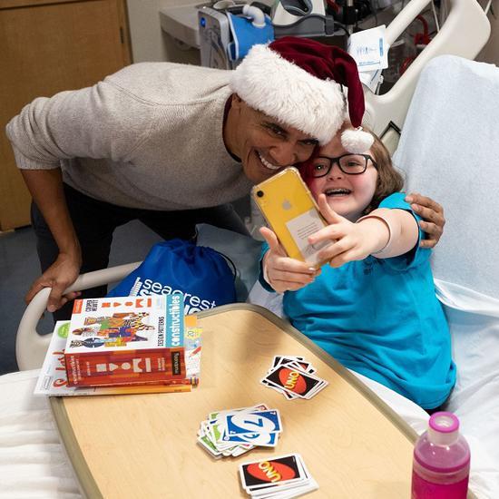 奥巴马和医院的孩子们相符影(《华盛顿邮报》)
