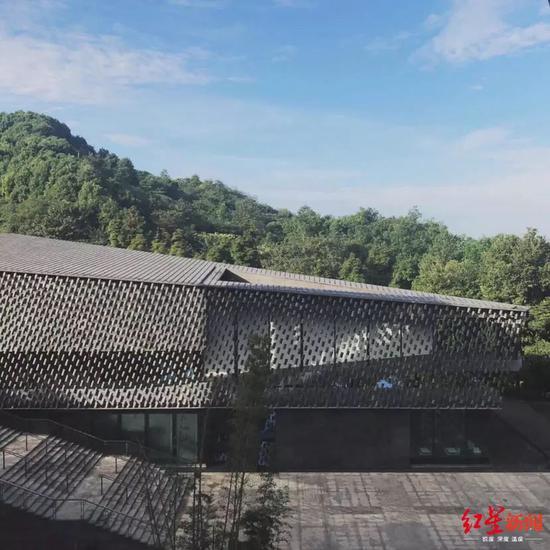 位于成都新津老君山脚下的知美术馆。