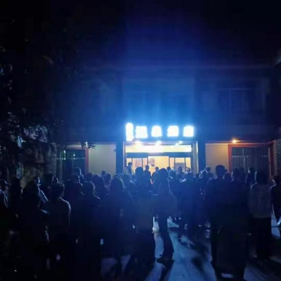 """四川绵阳通报""""33名游客囧游九寨沟"""":涉事酒店停业整顿 旅行社已开始退赔"""