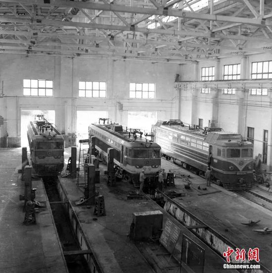上世纪八十年代,宝鸡机车检修厂老厂房。宝鸡机车检修厂供图