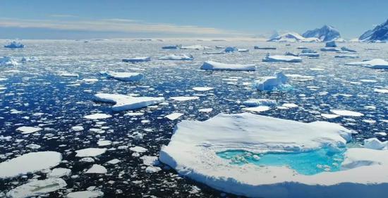 北极融化的冰川。图/美国宇航局视频截屏