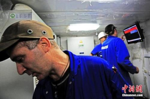 中国造船厂里的外籍员工。 李风 摄