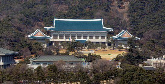 韩国总统府青瓦台(《韩民族》)