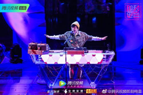 朴冉表演《植物大战僵尸2.0》。来源:《即刻电音》官微