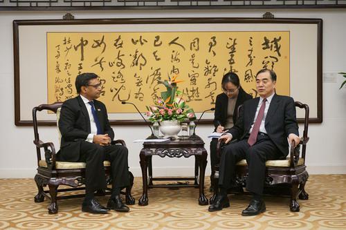 2019年1月22日,外交部副部长孔铉佑会见印度新任驻华大使唐勇胜。