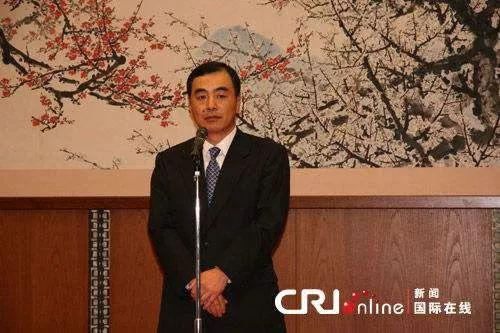 △2010年,时任中国驻日本大使馆一时代办孔铉佑在使馆参添运动