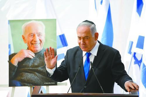 以色列大选结束,组阁前景仍不明朗,内塔尼亚胡执政面临危机。图为他19日参加纪念前 总统佩雷斯的一场活动。