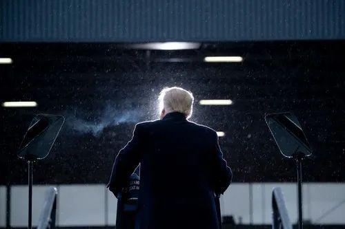 10月27日,美国总统特朗普在密歇根州开展竞选运动。新华社/法新