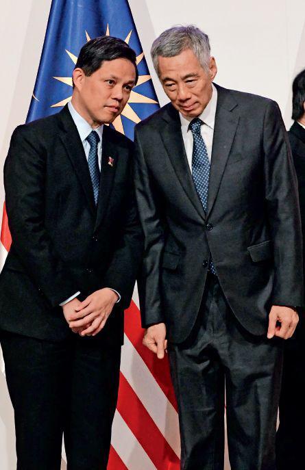 8月29日,出席第五十届东盟经济部长系列会议的新添坡总理李显龙(右)、贸工部长陈振声。图/视觉中国