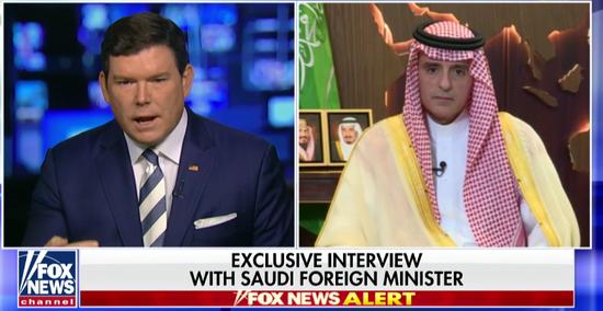福克斯新闻网记者布莱特•拜尔(左)沙特外长(右)