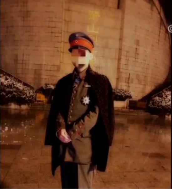 外子穿纳粹军服在烈士陵园自拍
