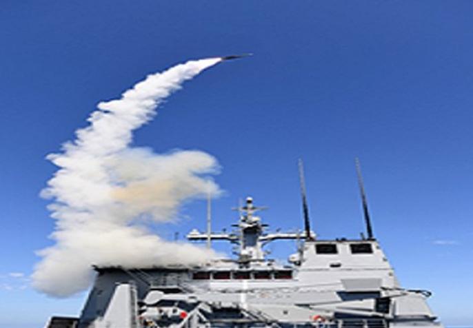 """图为""""海宫""""舰载导弹发射的场景。(韩国《中间日报》)"""
