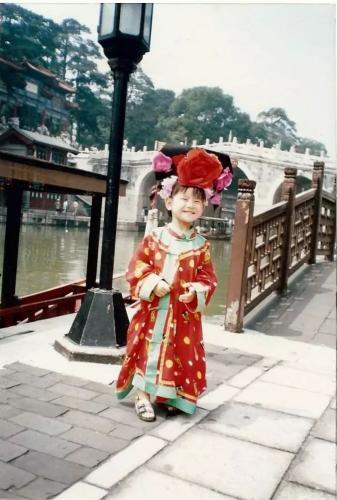 孩童时期的王伟华