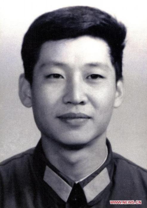 1979年,在中央军委办公厅劳动时的习大大
