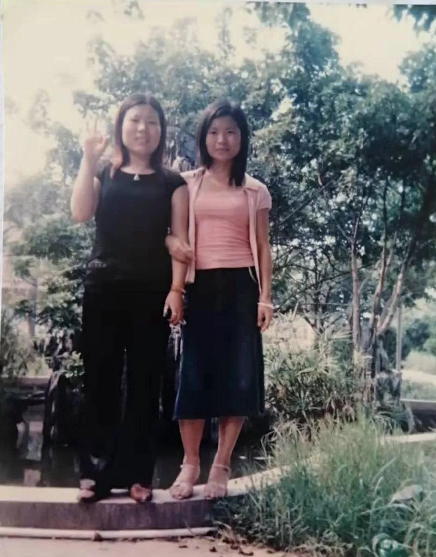 图/两姐妹初入社会时
