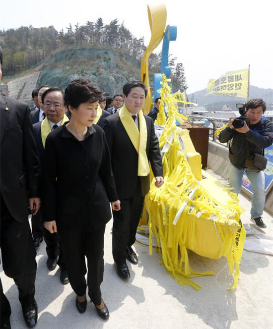 朴槿惠哀悼世越号遇难者