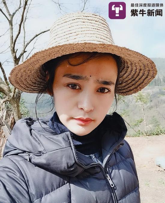 戴上草帽走走于田间蓉二的生活坦然下来