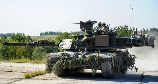 """对此,宋忠平给出了明确结论:M1A2救不了""""台独""""。"""