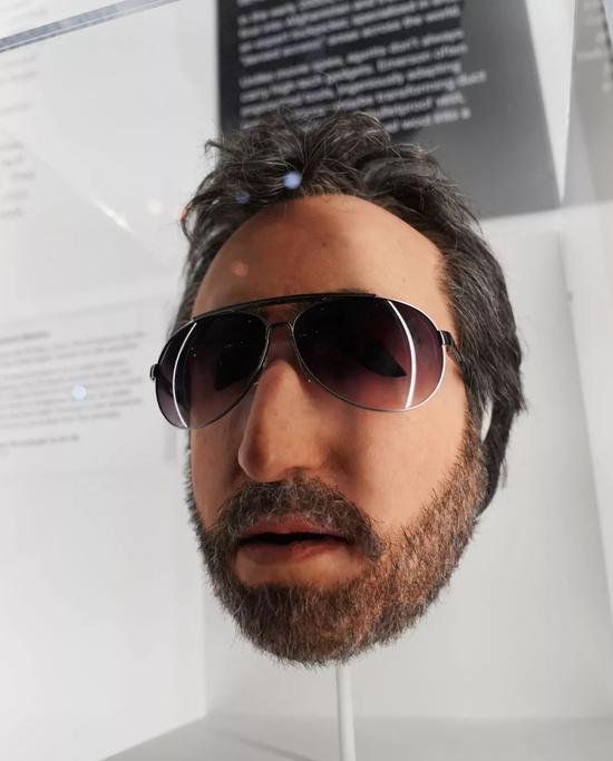 在位于美国华盛顿的国际间谍博物馆,一款可以在5秒钟内佩戴好的面具。新华社记者刘杰摄