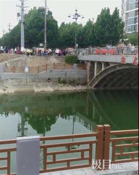 河南女子坠河5人下水救援4人遇难 目击者:几人是刚刚参加了高考的学生