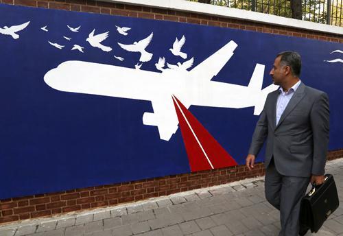 伊朗航空公司客机被美军击落为主题的壁画。图源:法新社