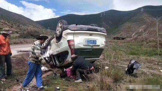 警方证实:一辆川籍越野车在西藏遭遇车祸(图)