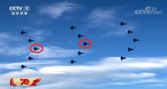 张剑武和王乐在各自的飞行编队中均担任长机位置