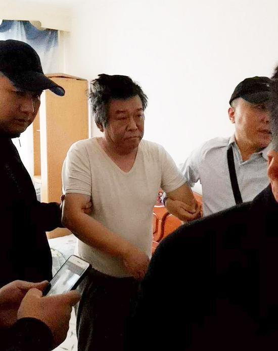 程鹏在牡丹江市某小区被抓获(牡丹江市公安局华电分局 赵宇 摄)