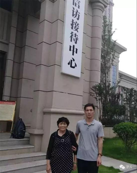 温海萍和他的母亲