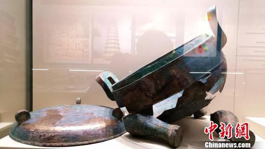 """山西公安机关成功追缴的一大批珍贵文物,正在山西博物院""""山西公安机关打击文物犯罪成果宣传""""展厅隆重展出。山西省公安厅供图"""