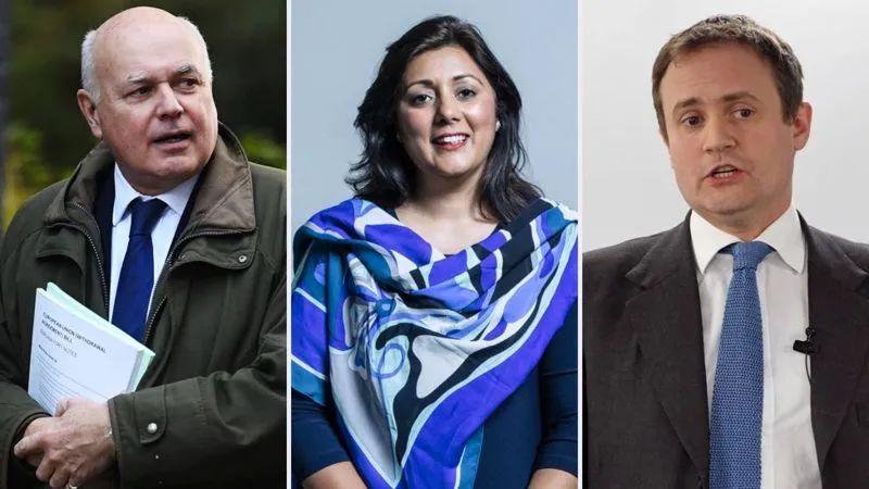 保守党三位议员:史密斯(左)、加尼(中)、图根哈特(右)