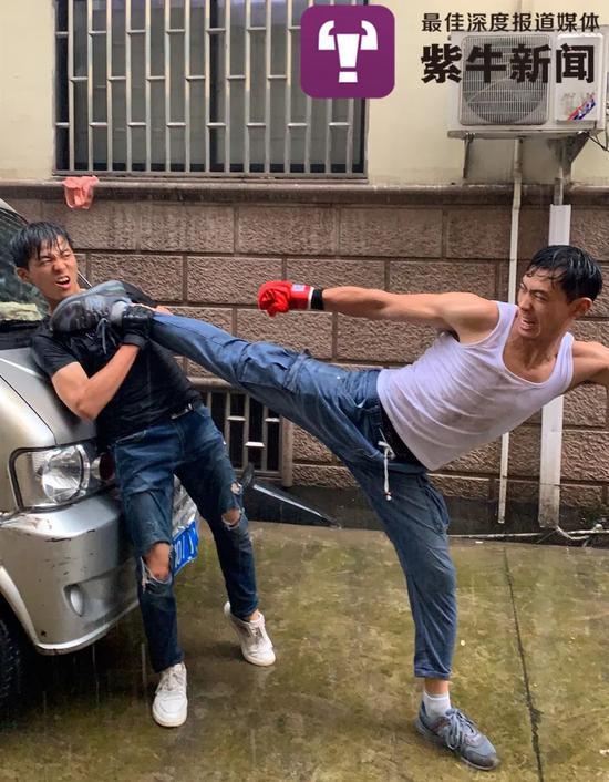 孙安和哥哥模仿《拳皇》