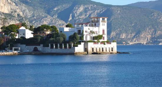 △海燕别墅,建于二十世纪初,濒临地中海,是法国著名古希腊风格建筑。1966年被法国文化部列入历史遗产纪念名录。现为对外开放的博物馆。